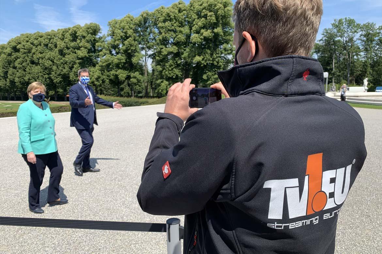 TV1 Mitarbeiter fotografiert Merkel und Söder