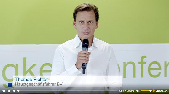 Thomas Richter, Hauptgeschäftsführer des BVI begrüsst die Teilnehmer