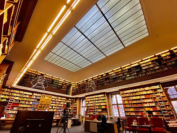 Virtuelles Event in der Bibliothek des Justizministerium mit 18.000 Büchern